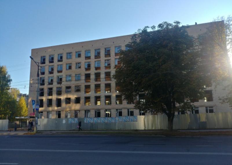 В Смоленске начались работы в заброшенном здании на ул.Нормандия-Неман