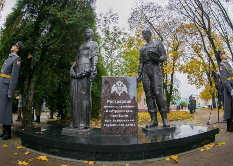 В Смоленске открыли скандальный памятник погибшим росгвардейцам