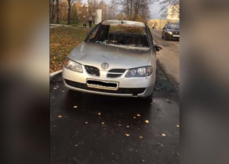 В Сети появилось видео горящей иномарки в Сафоново