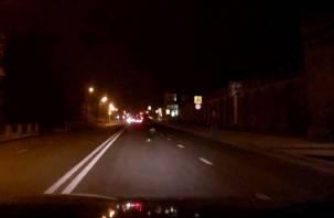 «Кидаются под колеса». В Смоленске подростки устроили смертельные игры на дороге