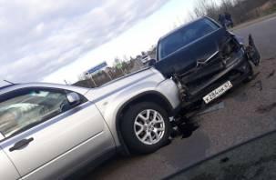 В Смоленске на Киевском шоссе серьезное ДТП, проезд затруднен