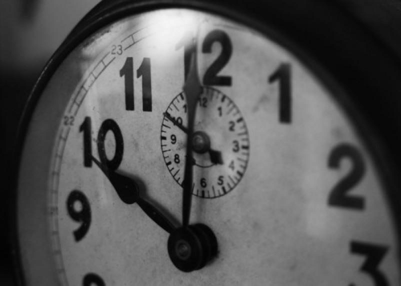 Куда лучше не вешать настенные часы