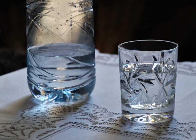 Диетолог раскрыла опасность минеральной воды