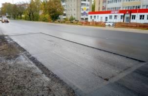 Под Смоленском начали ямочный ремонт отремонтированной дороги