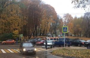 ДТП в центре Смоленска спровоцировало масштабную пробку и остановку трамваев