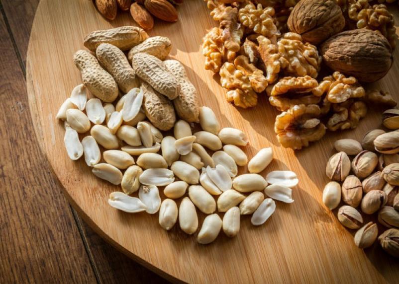 Ученые рассказали, как орехи сказываются на фигуре
