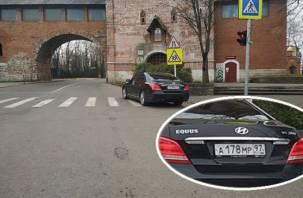 «Членовоз» с московскими номерами нарушил ПДД в Смоленске