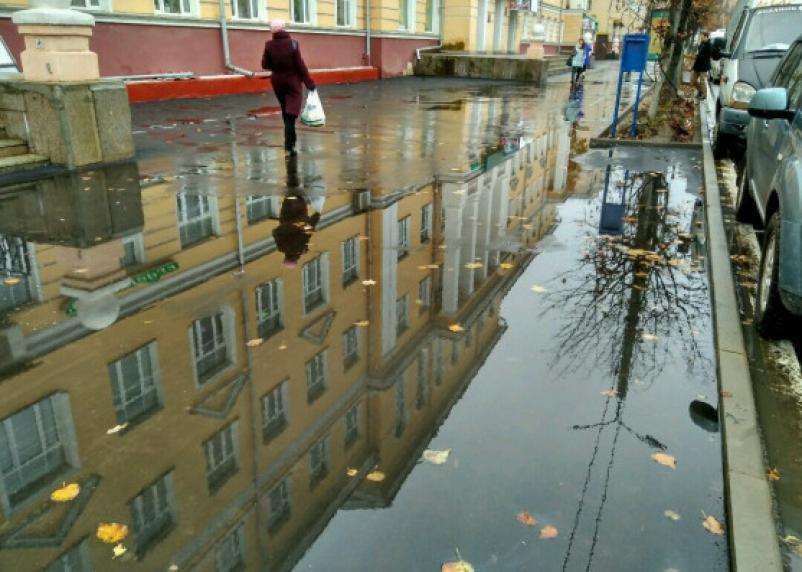 Новый тротуар на проспекте Гагарина в Смоленске провалил проверку непогодой