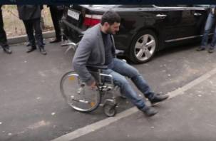 Первый пошёл. Появилось видео приёмки подрядчиком своих работ в инвалидной коляске