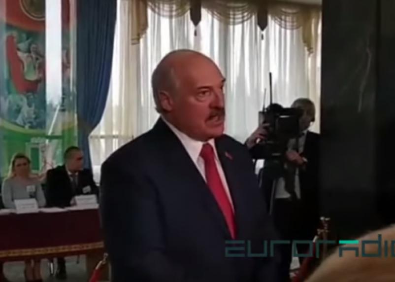 Лукашенко назвал мудаком наблюдателя за выборами