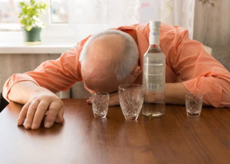 Эксперт Минздрава назвал смертельную дозу алкоголя