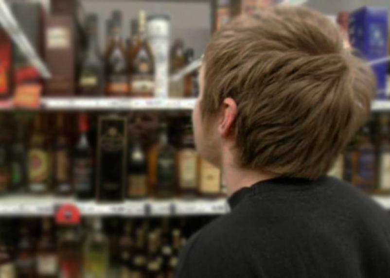 Возраст продажи алкоголя повышать не будут
