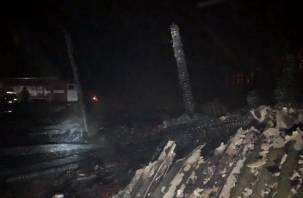 Три сгорели. Сегодня ночью смоленские пожарные спасли от огня 12 сараев