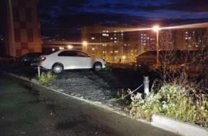 От смолян требуют убрать чудо-столбики нелегальных парковок