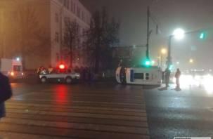 Момент аварии со скорой на оживленном перекрестке в Смоленске сняли на видео