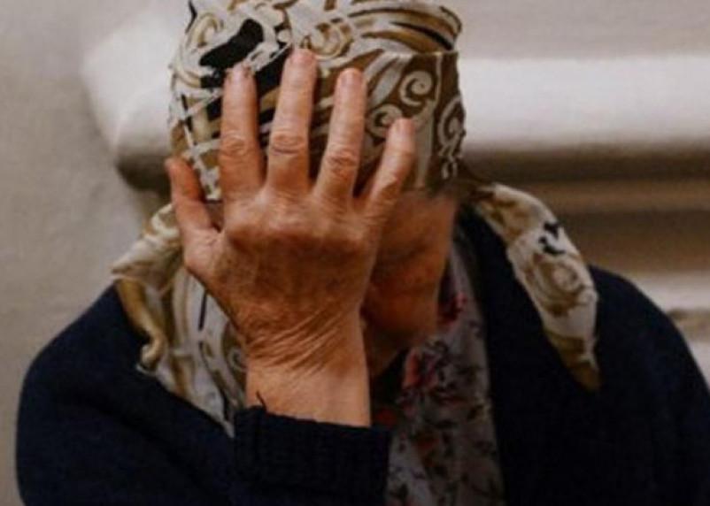 В Рославле грабитель выбил окно в доме, избил и ограбил пенсионерку