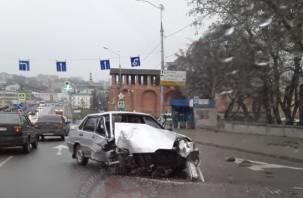«Лада в утиль». В Смоленске произошло жесткое ДТП с легковушкой