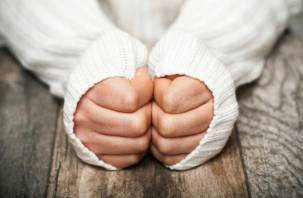 Холодные руки и ноги: чем опасно и что делать