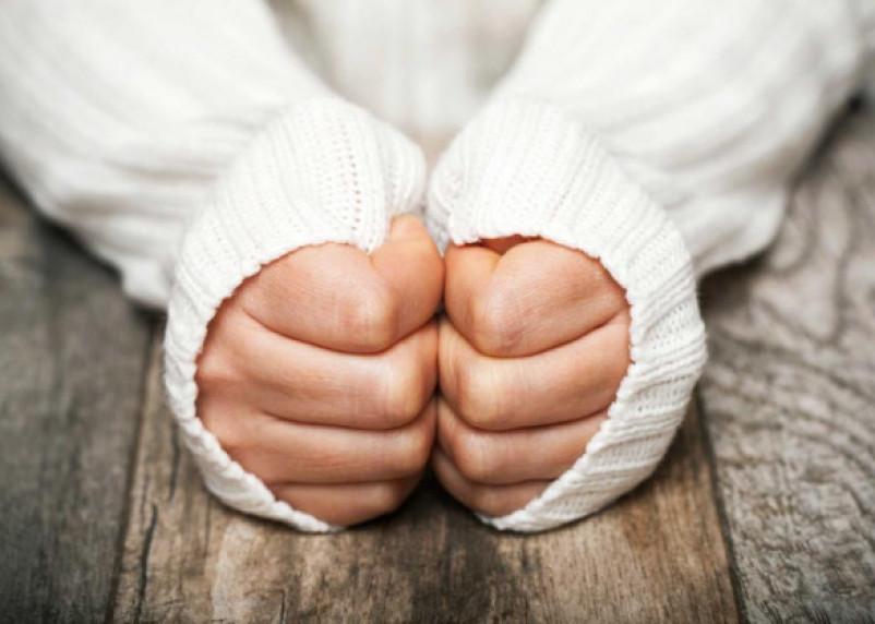 Неожиданный симптом рака показывают руки