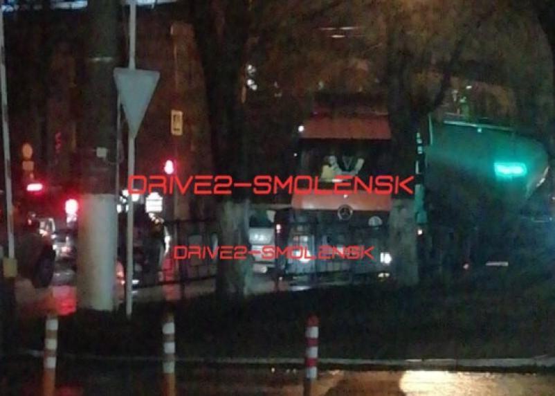 В Смоленске ДТП с фурой спровоцировало пробку