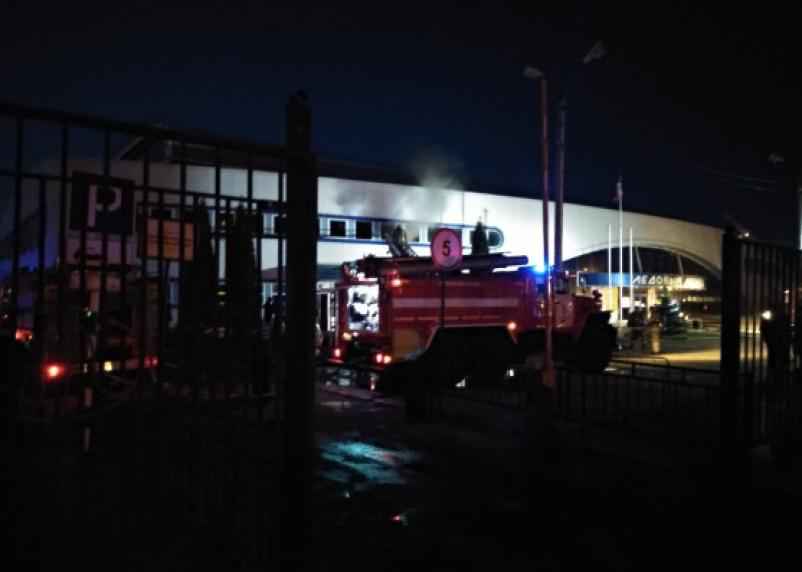 Пожар ледового дворца в Смоленске сняли на видео