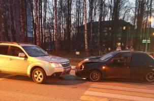 В Смоленске не поделили перекрёсток Приора и Субару
