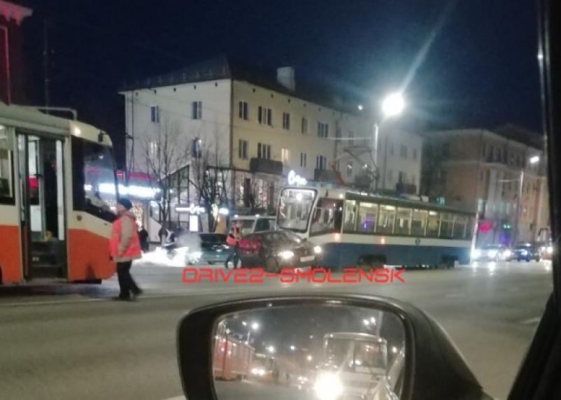 ДТП в центре Смоленска остановило движение трамваев