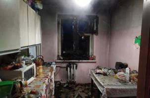 На кухне произошел пожар. Смоленские огнеборцы спасли 15 человек