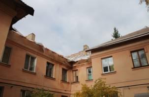В Смоленске рабочий сорвался с кровли во время ремонта