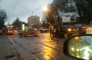 В Смоленске ДТП остановило движение трамваев в центре