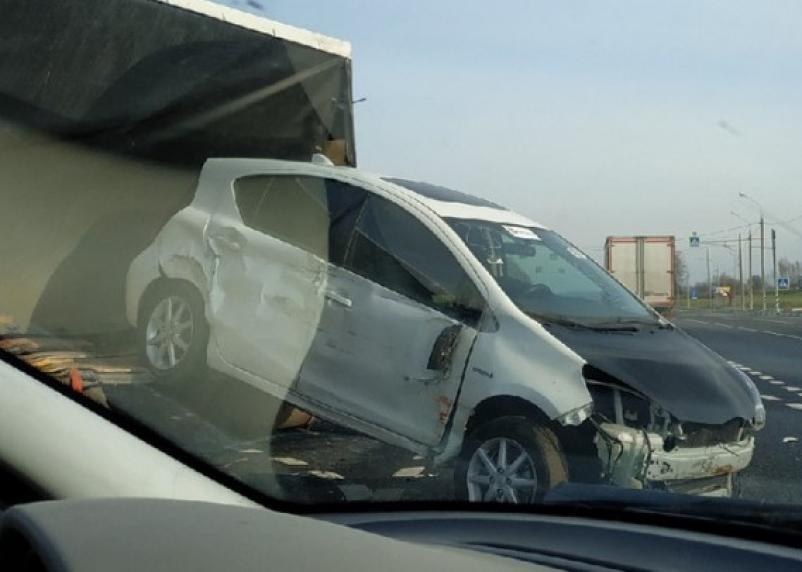 В Смоленском районе на М-1 произошёл замес с тремя авто