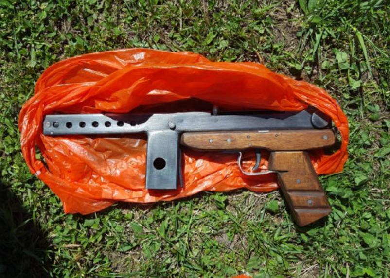 Сотрудники УФСБ пресекли канал сбыта самодельного оружия, организованный предпринимателем из Рославля