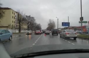 Тройное ДТП в Смоленске затрудняет проезд транспорта