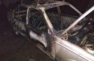 Ремонтировал автомобиль. Огонь уничтожил иномарку жителя Смоленска