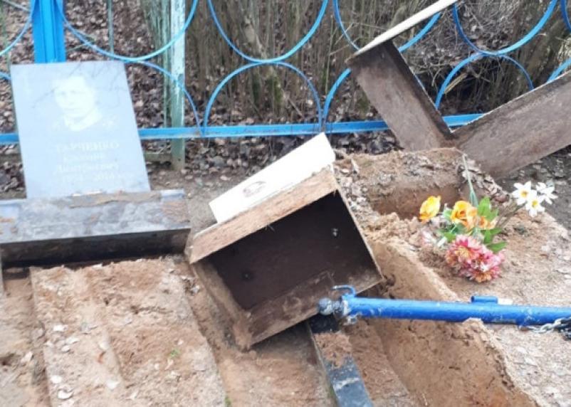Вандалы разгромили кладбище в Дорогобуже