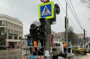 В Смоленске на одном из оживленных перекрестков появился светофор