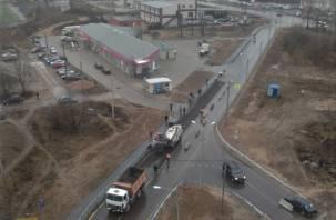 В смоленском микрорайоне начали ремонтировать новую дорогу