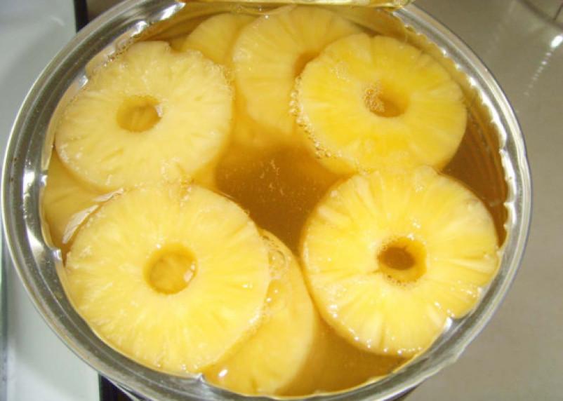 Врач рассказала о пользе и вреде консервированных фруктов