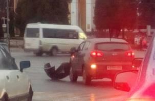 В Смоленске на площади Победы ДТП спровоцировало пробку