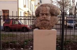 В Смоленске продолжаются приключения головы Карла Маркса