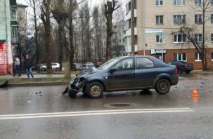 Газель вылетела на тротуар. Серьезная авария произошла рядом со школой в Смоленске
