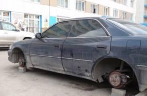 У смолянина с подземной автостоянки пропали колеса