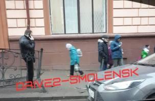 Форд снес забор в центре Смоленска