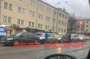 В Смоленске на Гагарина собрался паровоз из 5 авто