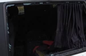 Ночью в Смоленске вандалы разгромили два автомобиля