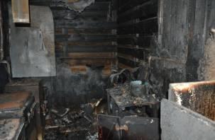 В Угре в горящем доме найдено тело человека