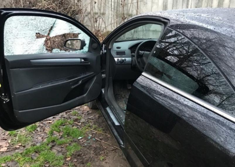 Бил палкой стёкла в машинах. Смолянин совершил 30 автокраж
