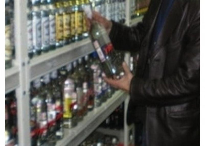 В Смоленске грабитель магазина сразу же выпил украденное спиртное