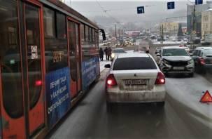 В Смоленске из-за аварии на мосту собирается пробка