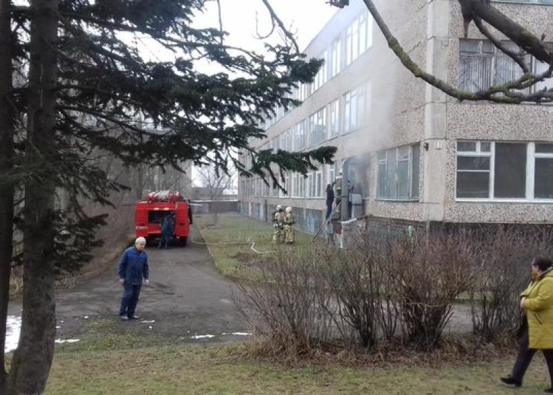 В Ярцеве вспыхнул пожар в школе